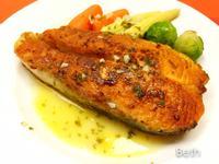 香煎鮭魚佐白酒檸檬奶油醬