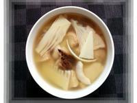 春筍猴菇煲湯