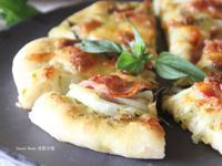 青醬洋蔥培根比薩(免揉麵團)