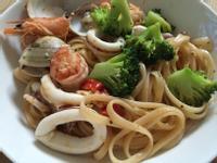 清炒蒜味海鮮義大利麵