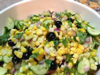 小黃瓜、藍莓、玉米沙拉