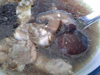 【慢燉鍋】超簡易香菇雞湯