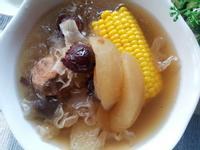 蘋果玉米紅棗銀耳蜜棗瘦肉湯 ~ 養顏潤燥