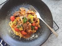 黑椒牛腩蕃茄意麵