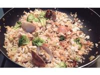 KELLY.鮭魚蛤椰菜菇菇洋蔥香料炒飯