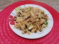 鴻喜菇腐竹炒里肌肉