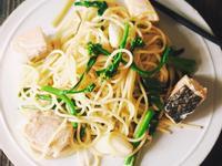 春料理-鹽漬鮭魚清炒油菜花義大利麵