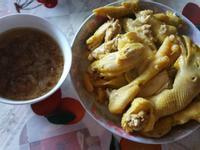 三黃雞配蒜頭紅蔥頭麻油醬汁