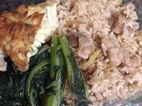[便當]麻油雞飯、菇菇燴蛋、沙茶青菜