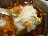 蓮藕菜肉餛飩 (護士帽包法)