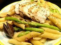 嫩煎雞胸肉白醬義大利筆管麵佐蘆筍蛤蜊