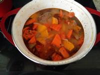 (懶人料理) 南瓜西紅柿胡蘿蔔牛骨湯