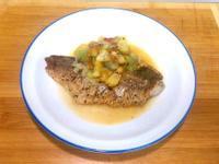 乾煎鱸魚排佐果香甜酸醬