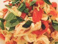 泰式涼拌海鮮米線