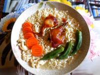 烤小雞腿蔬菜麵~五木拉麵