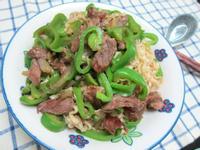 大滿足~青椒牛肉蓋麵-五木拉麵