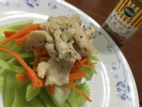 西芹雞肉沙拉佐和風洋蔥醬(健康廚房)