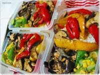 三菜便當・甜椒佐香椿炒鮮菇+木耳炒蛋+小黃瓜炒玉米