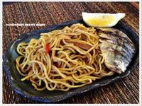 【深夜食堂】辣豆瓣醬油炒麵佐烤鯖魚