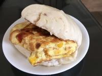 饅頭夾玉米蛋