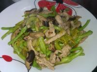 香菇拌炒麻油肉絲金針花