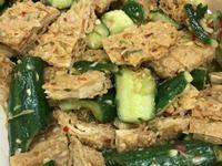 懶人低卡料理-小黃瓜涼拌辣豆包