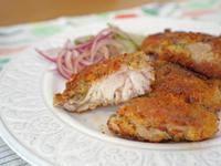 酥煎雞腿排。日式麵包粉的應用