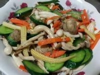 小黃瓜炒菇菇♡