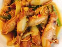 餐桌上的人妻料理*烏醋醬燒小卷。