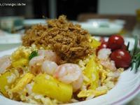 鳳梨蝦仁肉鬆炒飯