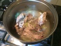 蒜頭蓮藕雞骨湯 十分鐘