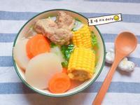 清甜玉米蘿蔔豚骨湯😋電鍋出好湯~