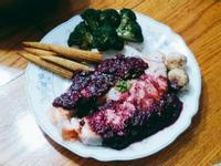 香煎鮭魚排佐藍莓酪梨醬