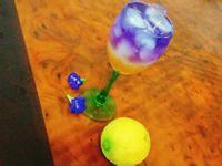 蝶豆花蜂蜜檸檬冰飲