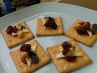 蔓越莓堅果起司餅乾盤