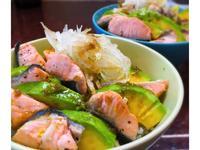 酪梨鮭魚丼