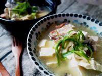 [Serena上菜]日式鮭魚頭味噌豆腐湯