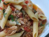 辣味蕃茄鮪魚筆尖麵