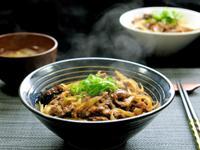 日本的庶民料理:牛丼(牛肉飯)