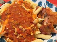 雞腿紅醬斜管義大利麵