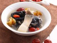 海參魚肚烏骨雞湯《營養師的日日好湯》