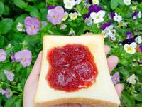濃郁有果粒的草莓果醬
