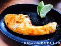 我的美味餐食《黑糖薑炙鮭魚佐檸檬》