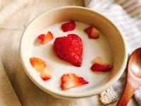 五分鐘做出美味愛心草莓奶酪