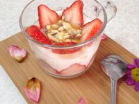 草莓蜂蜜優格杯