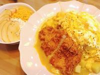 咖哩歐姆蛋炸豬排飯+蜂蜜優格沙拉