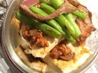 煎板豆腐佐義式番茄蘑菇肉醬