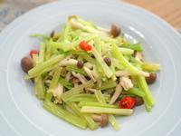 芹菜炒鮮菇。便當蔬菜料理