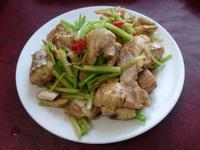 芹菜炒沙魚