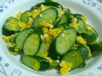 愛烹飪。小黃瓜炒蛋